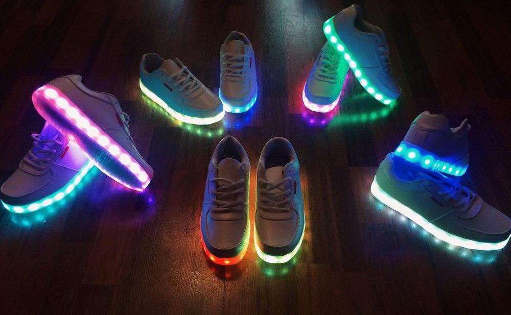 Светящиеся кроссовки с доставой по РФ